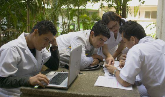 Alumnos de la Universidad de Veracruz (México), la tercera de este país en número de estudiantes (55.000 alumnos).