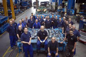 Trabajadores de la cooperativa Mol-Matric en Barberà del Vallès (Barcelona), dedicada a la automoción.
