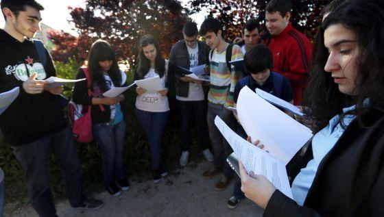 Estudiantes en el primer día de Selectividad  en la Universidad Complutense de Madrid.