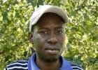 Moulaye busca al matón racista