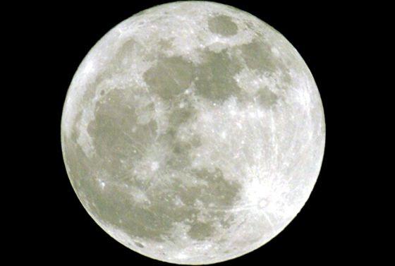 La luna me quita el sueño