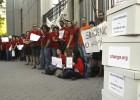 Los investigadores entregan más de 200.000 firmas para salvar el CSIC