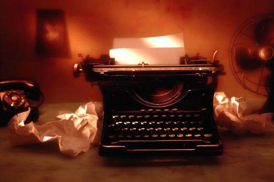 Una antigua máquina de escribir.
