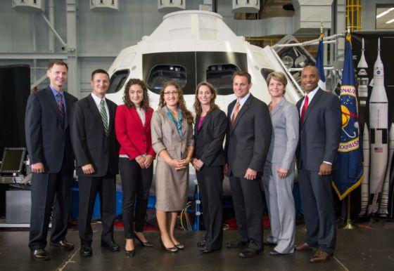 La NASA elige a cuatro hombres y a cuatro mujeres como nuevos astronautas