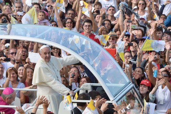 El Papa, a su llegada a Cagliari.