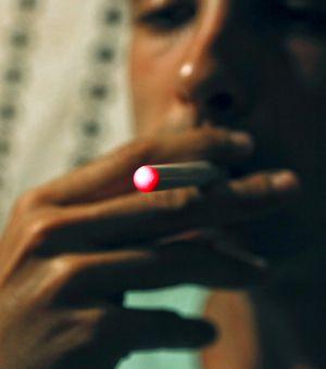 Los cigarros electrónicos contienen algunas sustancias como las del tabaco.