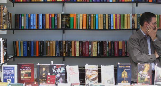 Una caseta en la 72ª edición de la Feria del Libro de Madrid.
