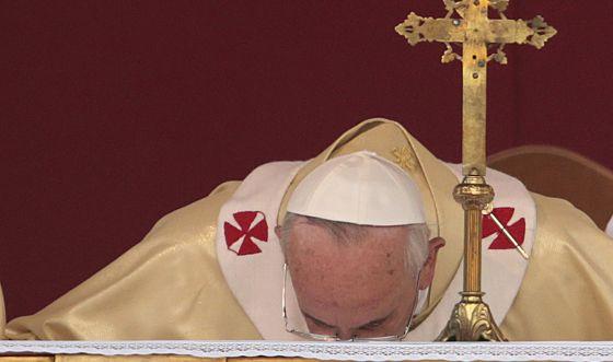 El Papa pide opinión a los católicos sobre gais, divorcio y natalidad
