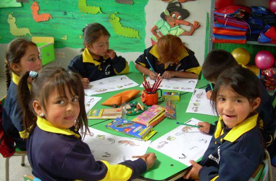 Alumnos de Escuela Nueva en una zona rural colombiana.