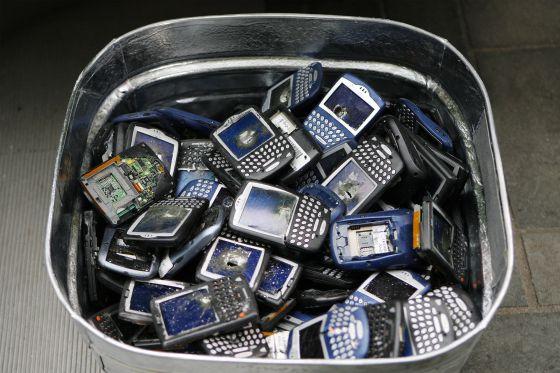 En 2009, BlackBerry valía en Bolsa 49.000 milones de dólares, hoy vale menos de 3.000 millones y está en busca de comprador.