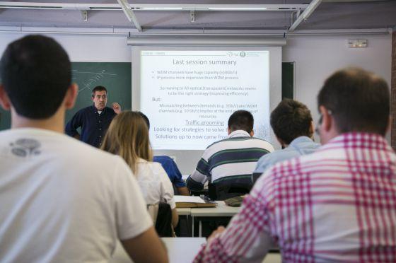 Clase impartida en inglés en la escuela de Ingeniería de Telecomunicaciones de la Universidad Politécnica de Cataluña.