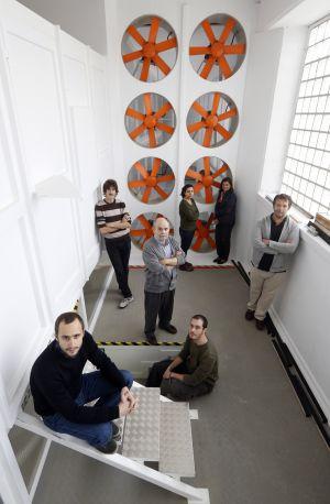 Varios ingenieros del Instituto Ignacio da Riva (el director, José Meseguer, en el centro).