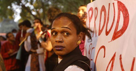 Protesta en Nueva Delhi contra la decisión del Supremo indio de mantener el delito de homosexualidad en el Código Penal.