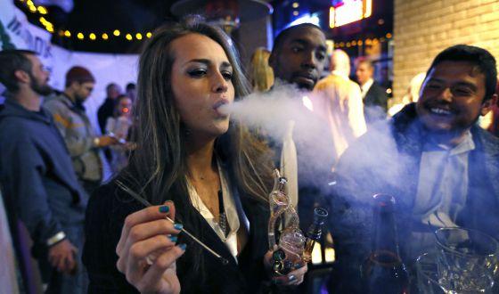 Partidarios de la legalización de la marihuana en Colorado (EE UU).