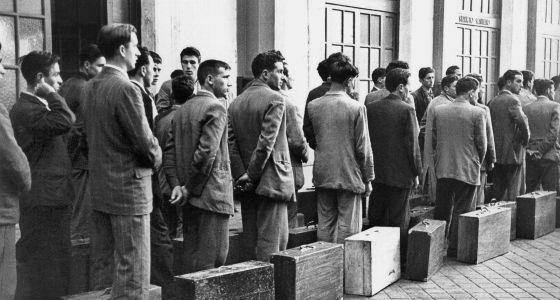 Salida del primer contingente de trabajadores españoles hacia Bélgica en 1957.