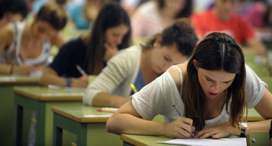 Estudiantes haciendo la prueba del selectivo.