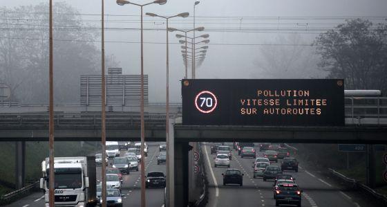 Un panel recomienda reducir la velocidad para contaminar menos en París.