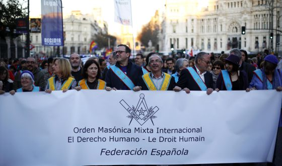 Manifestantes masones el Día Internacional de la Mujer