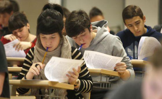 Alumnos en una prueba de Selectividad en San Sebastián.