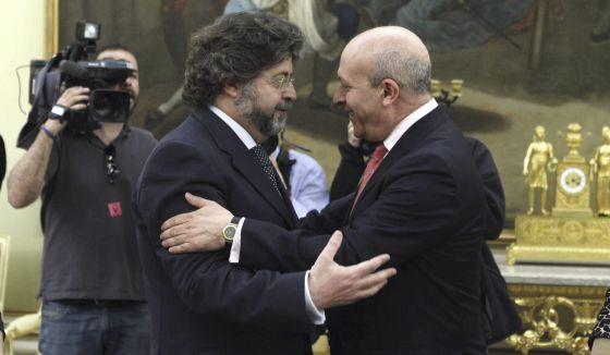 El ministro Wert con el responsable catalán de universidades, Antoni Castellà.