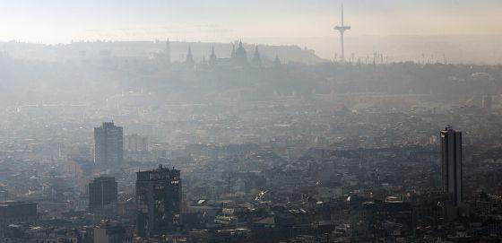 Una imagen de la contaminación en Barcelona.