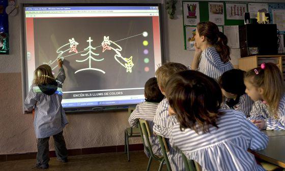 Una clase del centro escolar Sant Jordi del municipio de Vilassar de Dalt, en Cataluña.