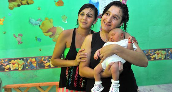 La Iglesia argentina bautizará a un bebé de un matrimonio de lesbianas