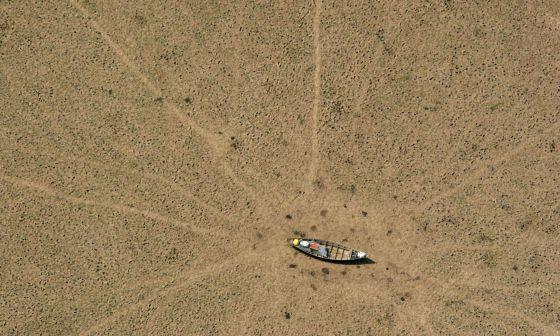 Imagen desértica del lago Curulai, en la Amazonia brasileña, tomada por Greenpeace.