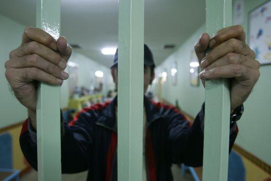 El juez podrá autorizar prórrogas sucesivas de internamiento sin límite.