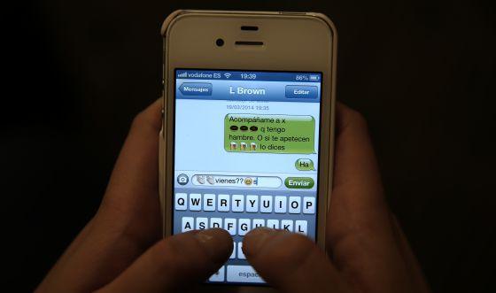 Ejemplo del lenguaje que emplean los jóvenes en las aplicaciones de mensajería y redes sociales.