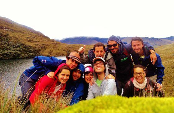 Varios españoles, entre ellos profesores universitarios, emigrados a Cuenca (Ecuador).