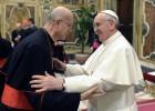 Bertone dice que el Papa no está enfadado por su ático