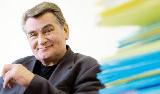 Martin Romer es licenciado en Psicología, Economía y Magisterio.