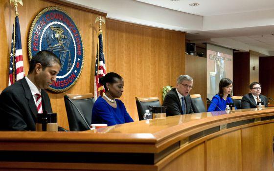 Los comisarios de la FCC, durante la votación de este jueves.