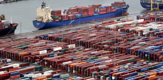 El único sistema universal de transporte son los contenedores marítimos.