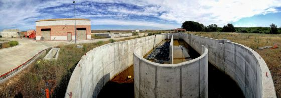 Estado en que se halla la estación de depuración de aguas residuales de Torrejón del Rey-Galápagos (Guadalajara), en una imagen del pasado 4 de junio.