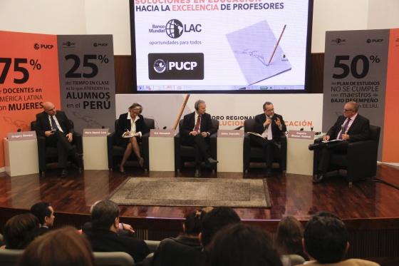 Panel del Banco Mundial en Lima.