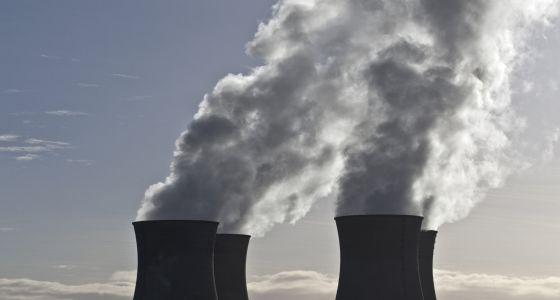 Chimeneas de la central nuclear de Bugey, una de las 19 que están en funcionamiento en Francia.