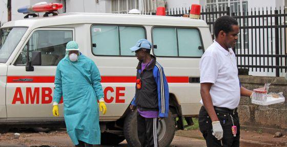 Decenas de sanitarios abandonan el hospital del ébola en Sierra Leona