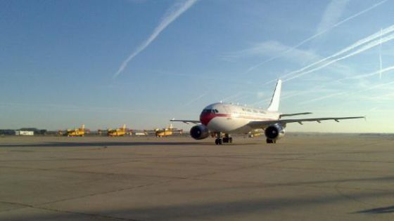 El avión en el que ha llegado Pajares, en Torrejón de Ardoz.