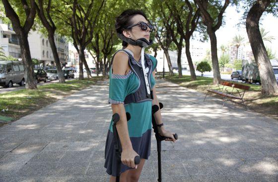 Gloria denunció que un empleado de ortopedia se coló en su habitación para venderle un corsé.