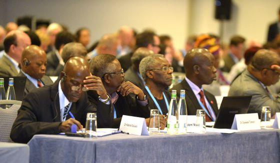 Participantes en la reunión de la OMS en Ginebra.