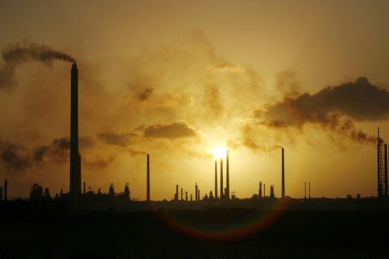 Imagen de la refinería de Isla, en Willemstad, en la isla de Curaçao, tomada en 2008.