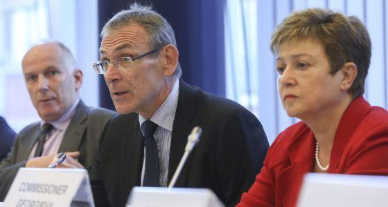 Piebalgs, comisario de Desarollo, y Georgieva, de Asuntos Humanitarios.