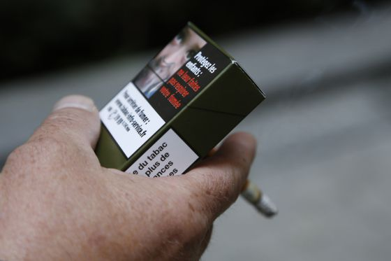 Una propuesta de cajetilla de cigarrillos neutra.