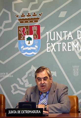 Luis Millán Vázquez de Miguel. Consejero de Educación, Ciencia y Tecnología de la Junta de Extremadura, al anunciar la semana pasada el salto definitivo a Linux.