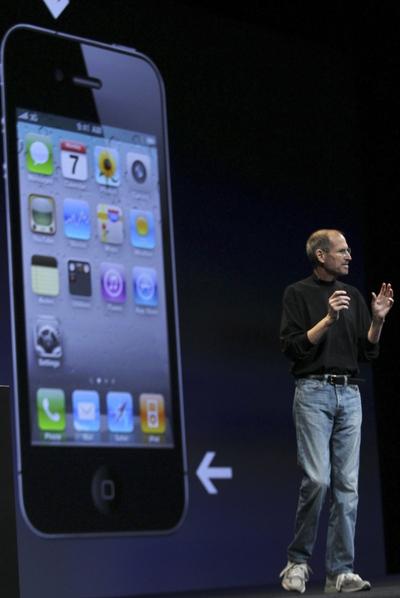 Steve Jobs durante la presentación del nuevo teléfono de Apple, el iPhone 4.