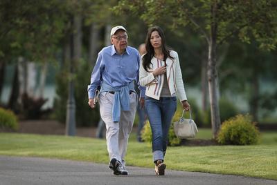 Rupert Murdoch y su esposa Wendi.