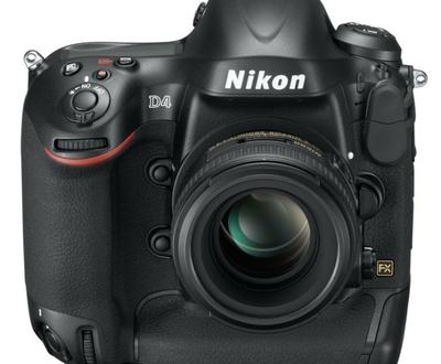 La cámnara dispone de un sensor de formato completo de 16,2 millones de píxeles y es capaz de disparar hasta 10 imágenes por segundo con autofoco completo.