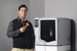 La designJet 3D de HP imprime objetos en plástico ABS, como la llave inglesa de la imagen.